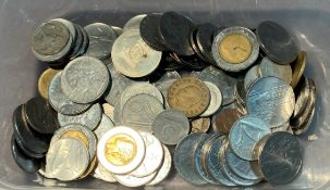 Contents to tub - Italian Lira coins, circa 945,