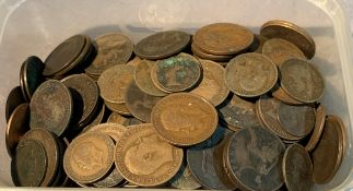 Contents to tub - a quantity of Queen Victoria, Edward VII and George V pennies,