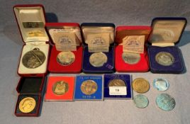 Contents to tub - 13 boxed and unboxed medallions,