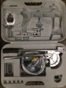 A small pipe bender in grey plastic case (accessories incomplete)