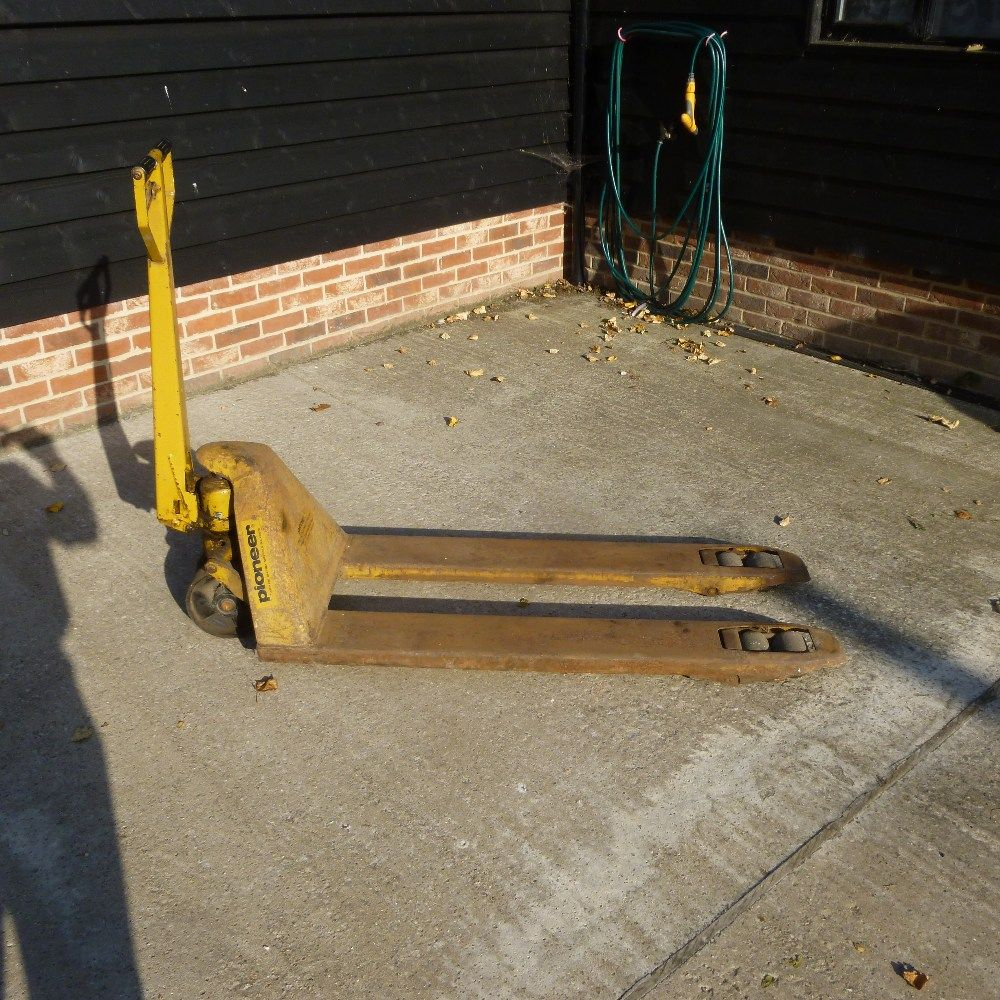 Online Sale of Farm Machinery, Contractor's Plant, Vintage Machinery and Equipment