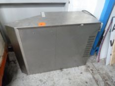 * Single hooded extractor fan, good condition, older model.(855Wx420Hx1200D).