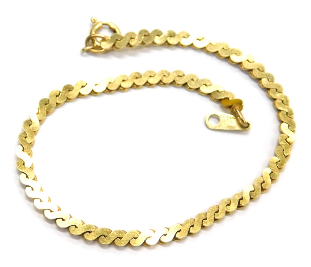 Lot 79 - A 9ct gold fancy link bracelet, with S shaped links, and single clip link, 16cm long overall, 4.8g