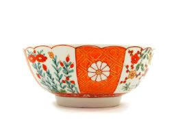 A Worcester First Period porcelain slop bowl, decorated in the Scarlet Japan pattern, 15cm