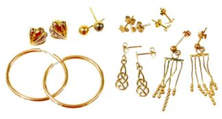 Various 9ct gold and other earrings, to include a pair of 9ct gold cross weave drop earrings, a pair