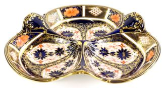 A Royal Crown Derby porcelain trefoil shaped hors d'ouvres dish, decorated with the 1128 Imari