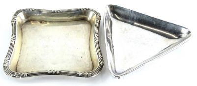 Two early 20thC pin trays, one of triangular form, the other square with a reeded border, 1½oz