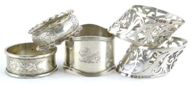 A collection of five early 20thC napkin rings, to include a pair with pierced borders, (AF), 3¼oz.