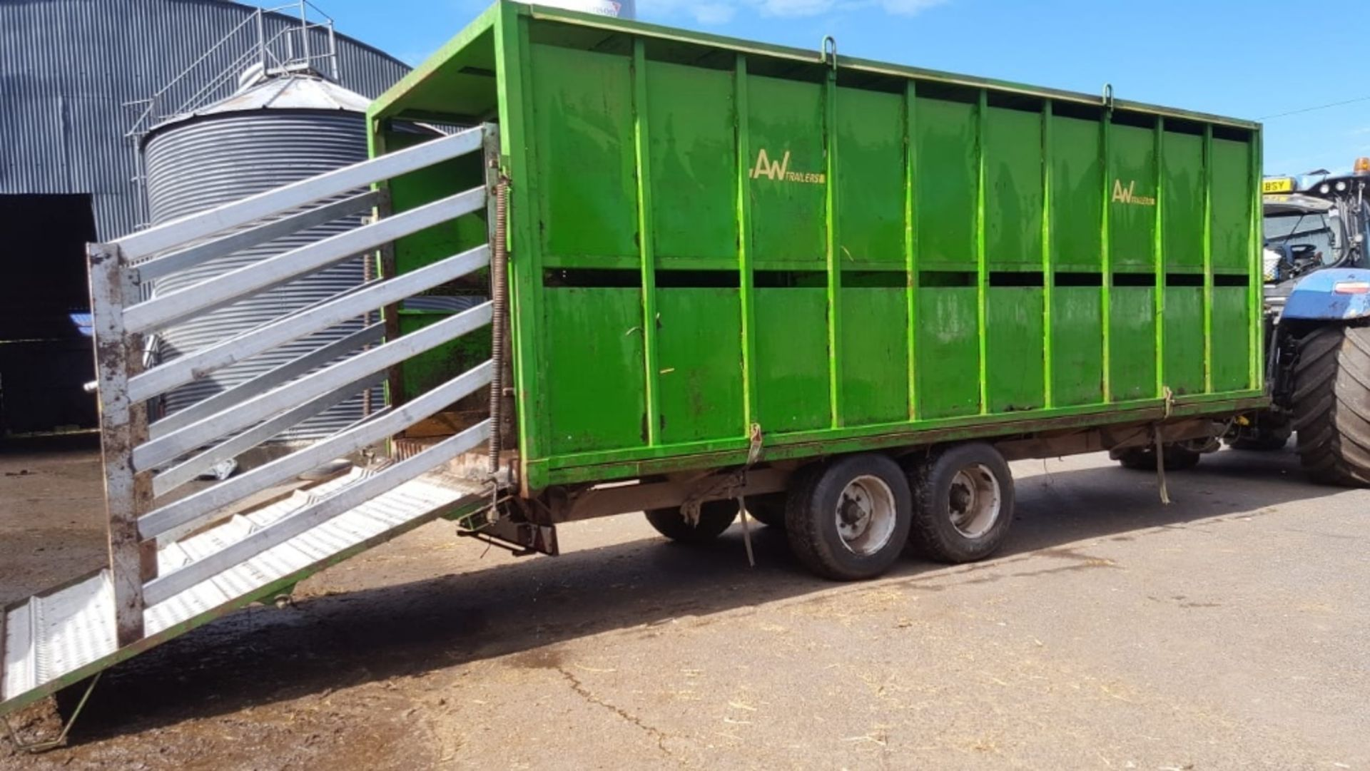 Lot 264 - AW22' DEMOUNTABLE CATTLE BOX ON 22'CWOTHER BALE TRAILER