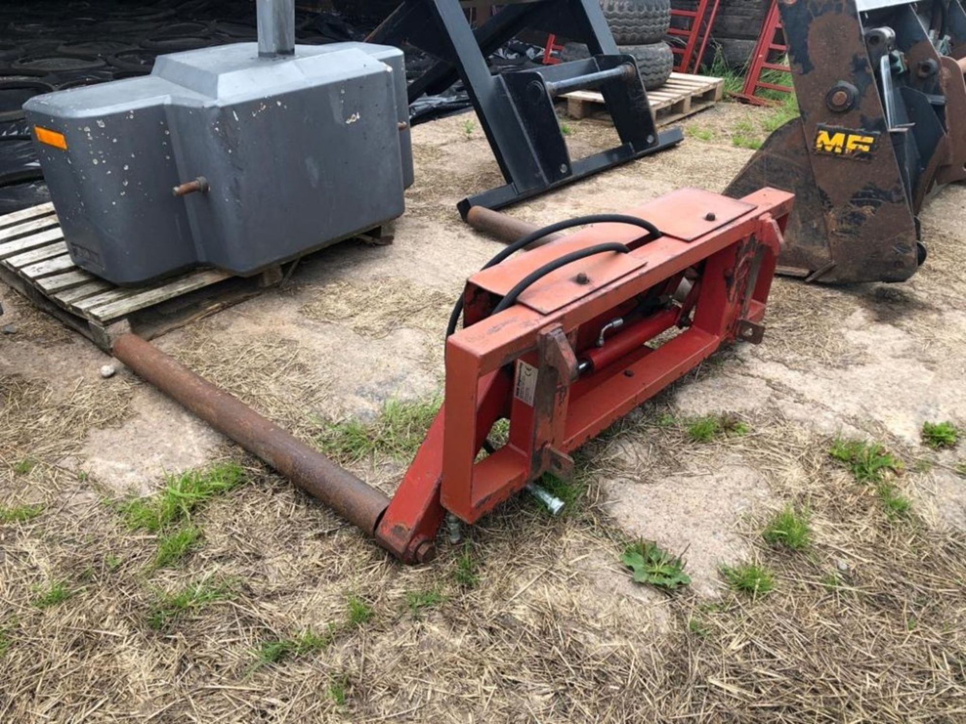 Lot 205 - ROUND BALE SQUEEZE (EURO 3 FITTINGS)
