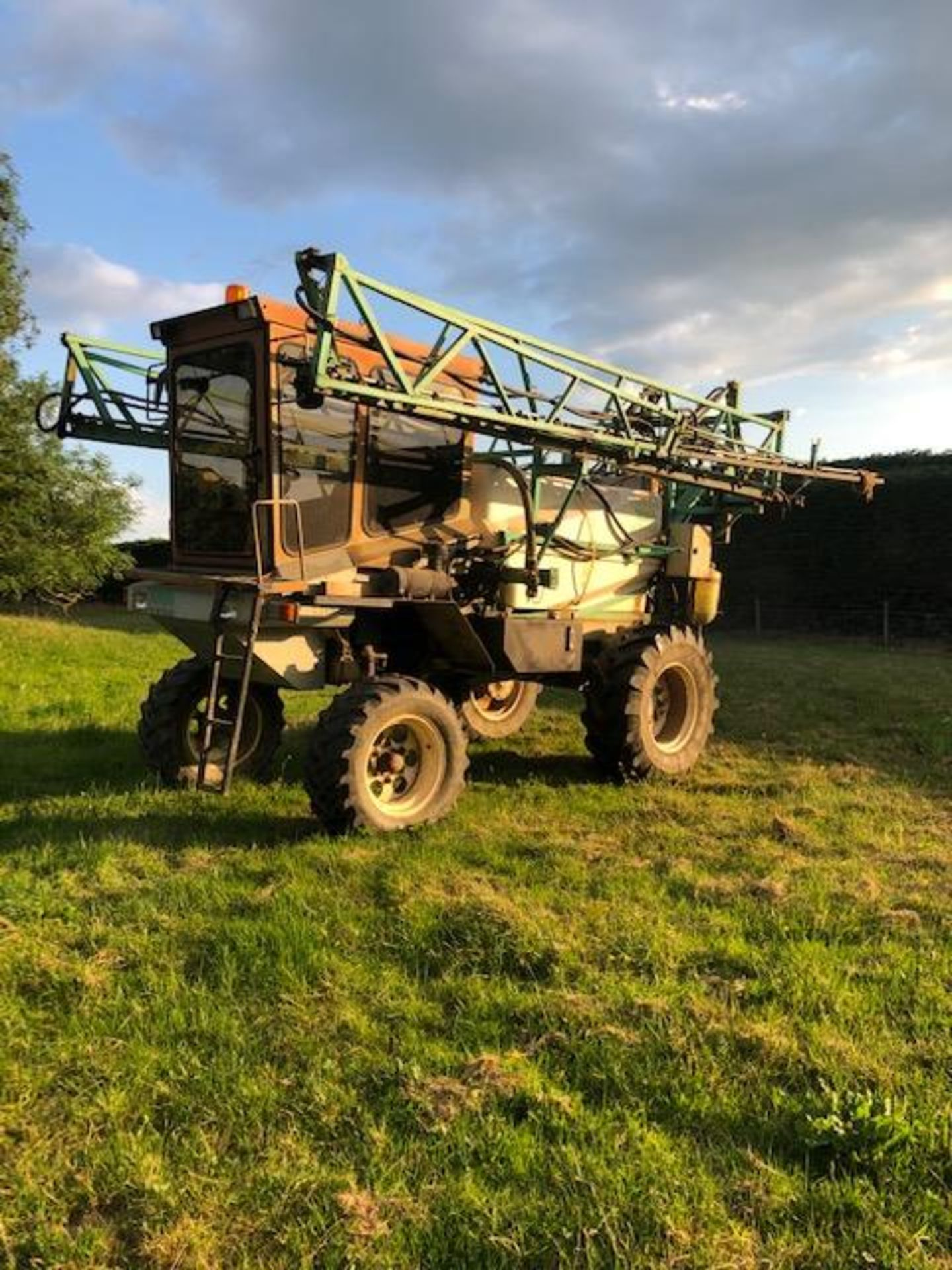 Lot 276 - SELF- PROPELLED CHAVIOT SPRAYER 24M BOOM, 1991, 3900 HOURS c/w SPARE WHEELS