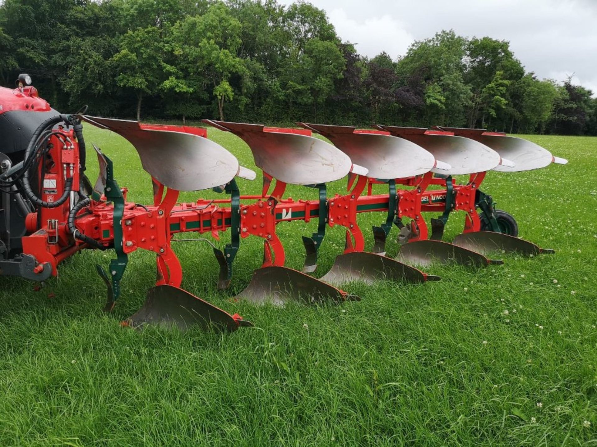 VOGEL NOOT XMS9SO VARIO PLOUGH AJ80 C/W MAIZE SKIMMERS, REAR DISC,HYD VARI WIDTH,HYD FRONT FURROW - Image 2 of 2