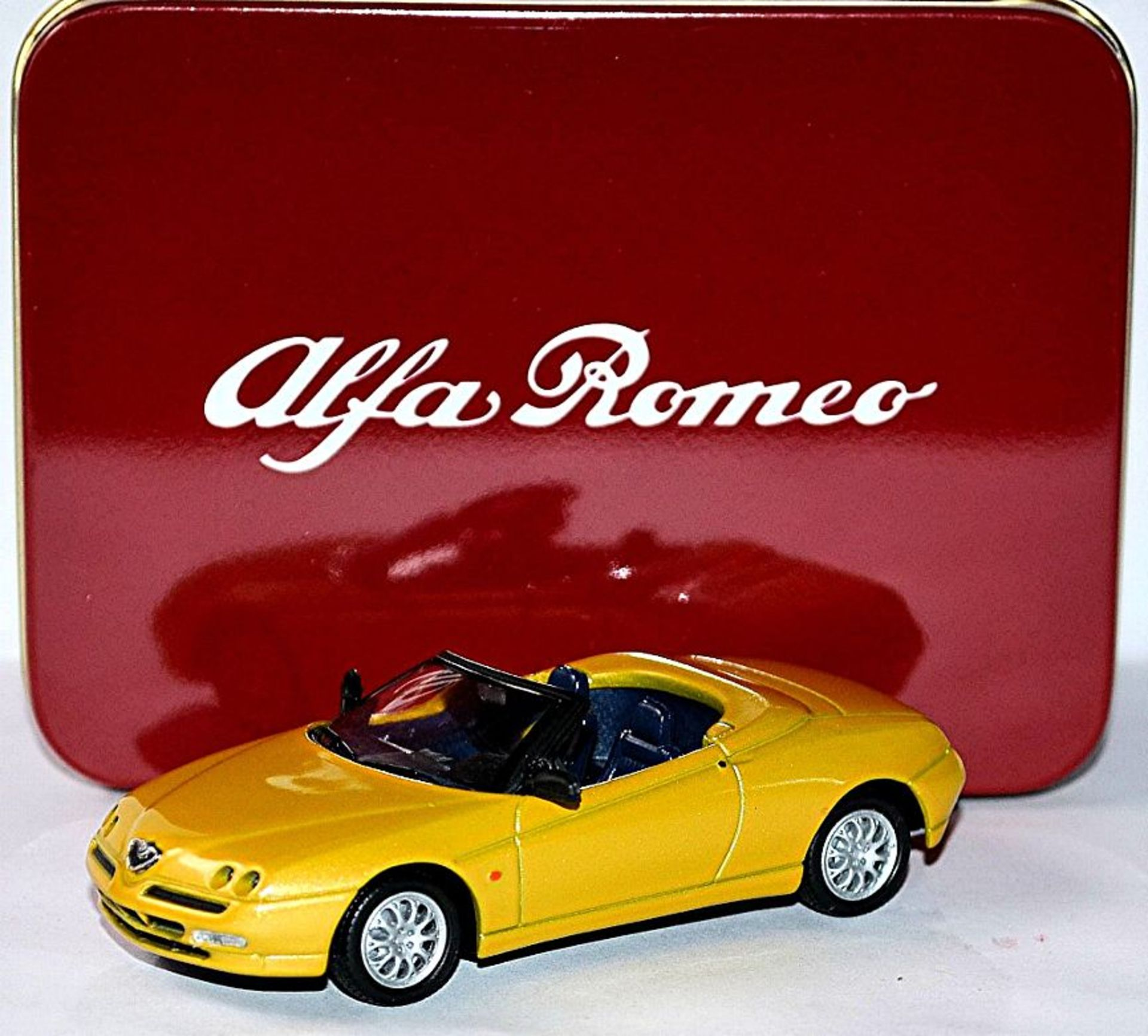 Lot 10376 - V Brand New 1/43 Diecast Model 4655 - 1995 Alfa Romeo Spider - eBay Price £15.99