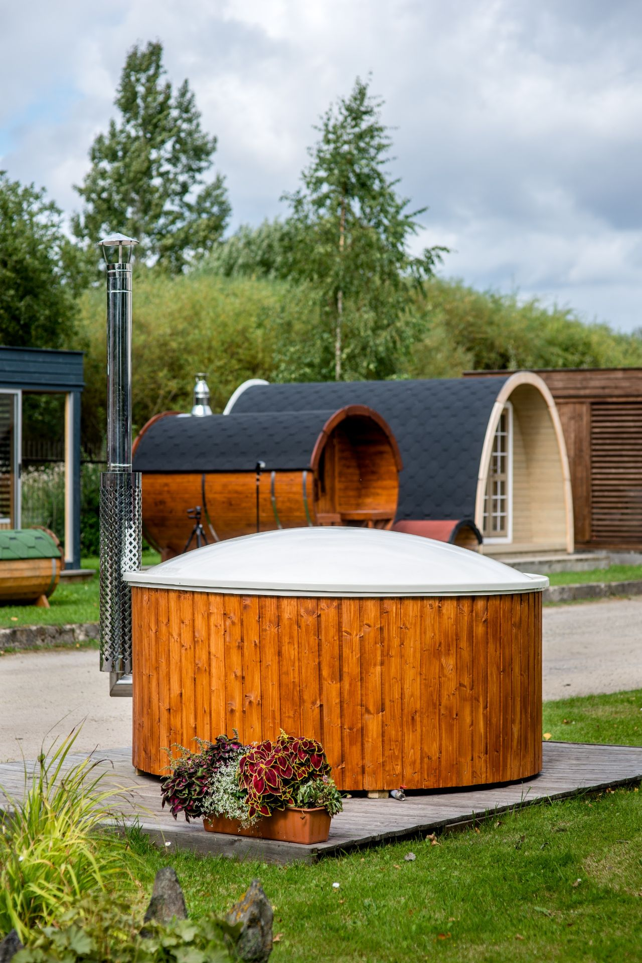 Lot 18016 - V Brand New Luxurious Extra Large Thermo Wood 1.8m Hot Tub With Air Bubble & Hydro Massage
