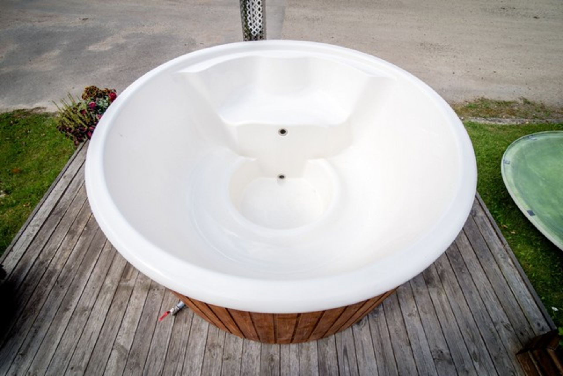 Lot 18005 - V Brand New 1.8m Fiberglass Hot Tub with Stainless Steel Heater and Chimney - Hot Tub Made from