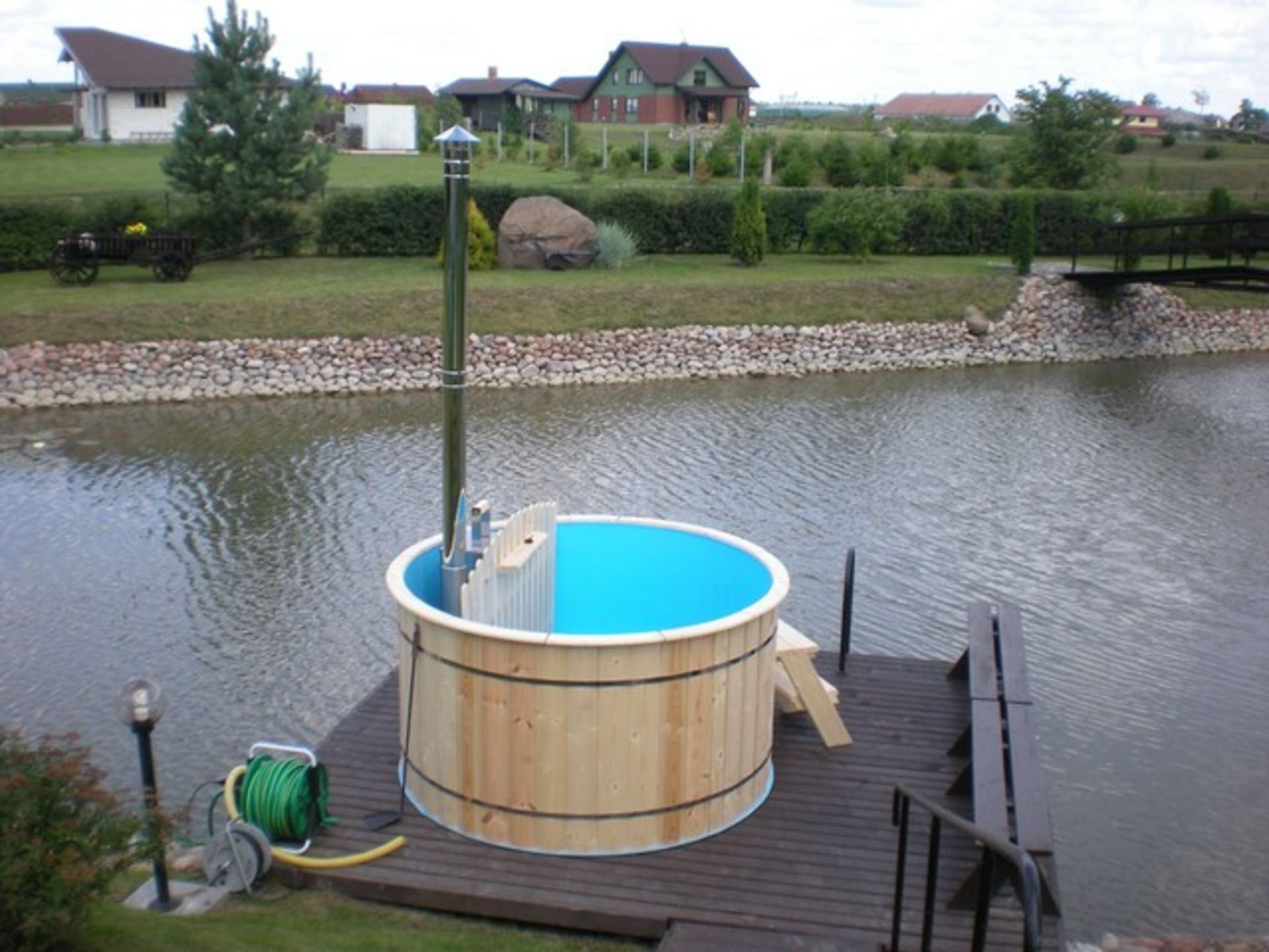 Lot 18047 - V Brand New 1.5m Polypropylene Hot Tub with Wooden Finishing and Stainless Steel Heater with Chimney