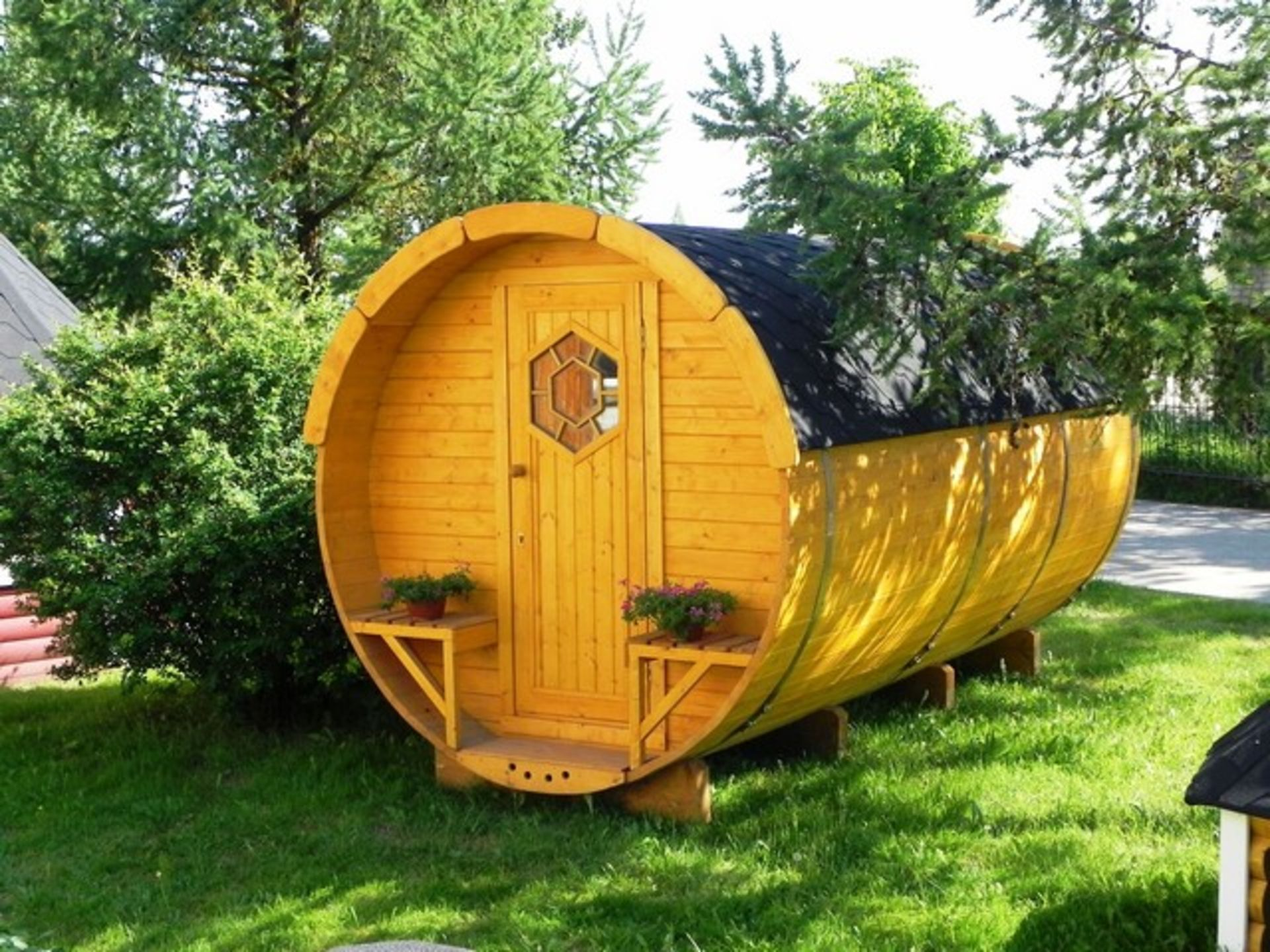 Lot 18040 - V Brand New 4 x 2.4m Barrel For Sleeping - Sleeping Room 2 x 2m - Small Benches at Entrance -