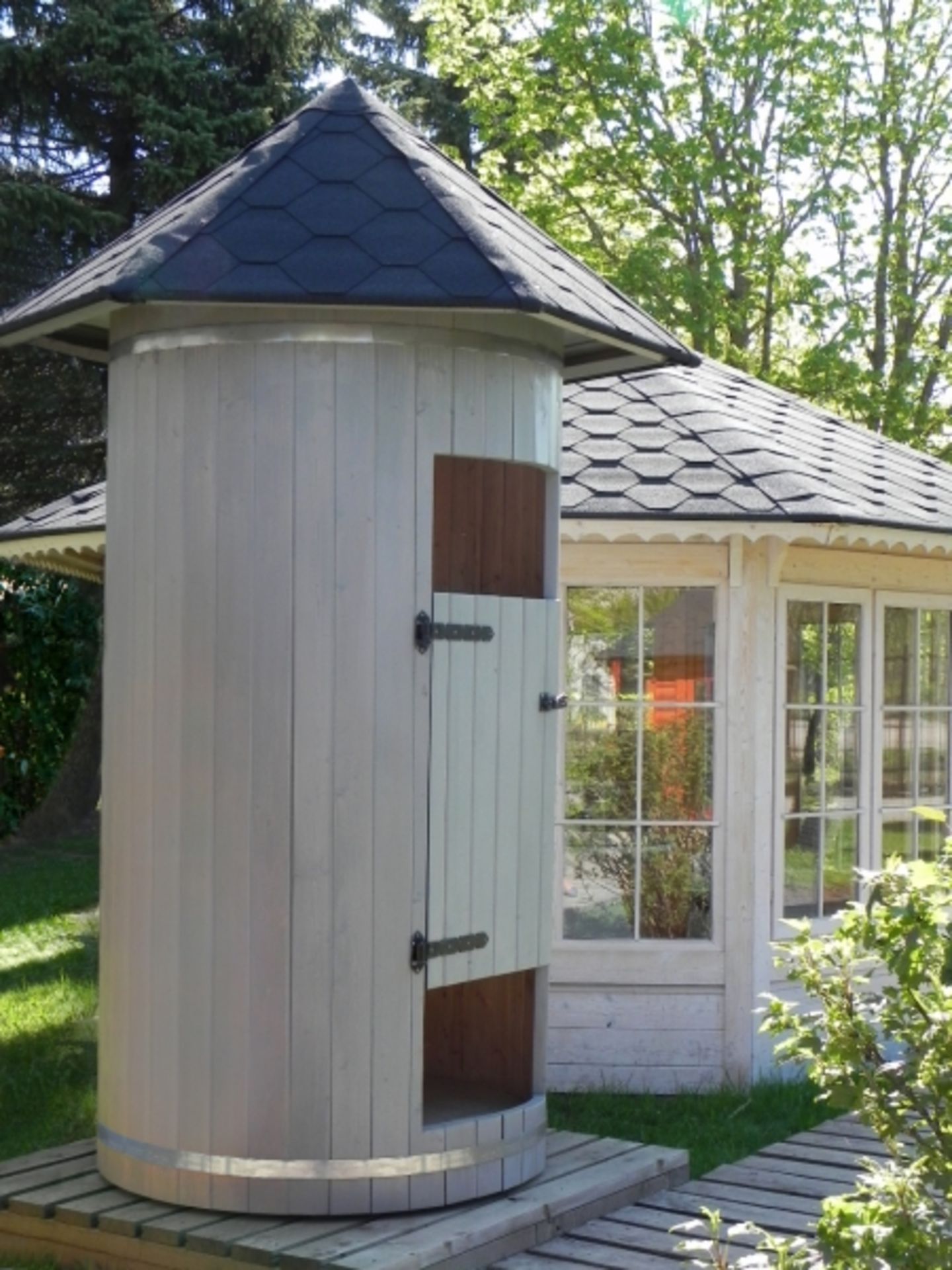 Lot 18054 - V Brand New 1.2m Shower Room - Total Height 3m - Height To Roof 2.3m - Roof Is Covered In Bitumen