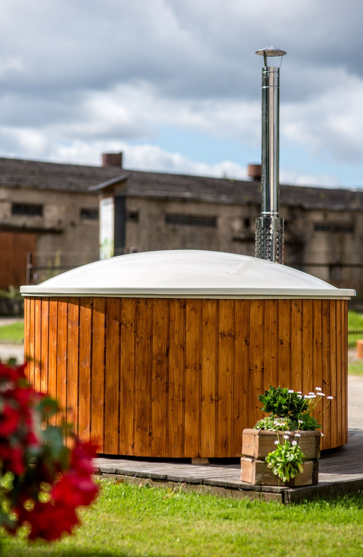 + VAT Brand New Luxurious Extra Large Thermo Wood 1.8m Hot Tub With Air Bubble & Hydro Massage - Image 3 of 4