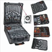 + VAT Brand New 186 (approx) Chrome Vanadium Tool Kit In Wheeled Carry Case - Includes Rachet