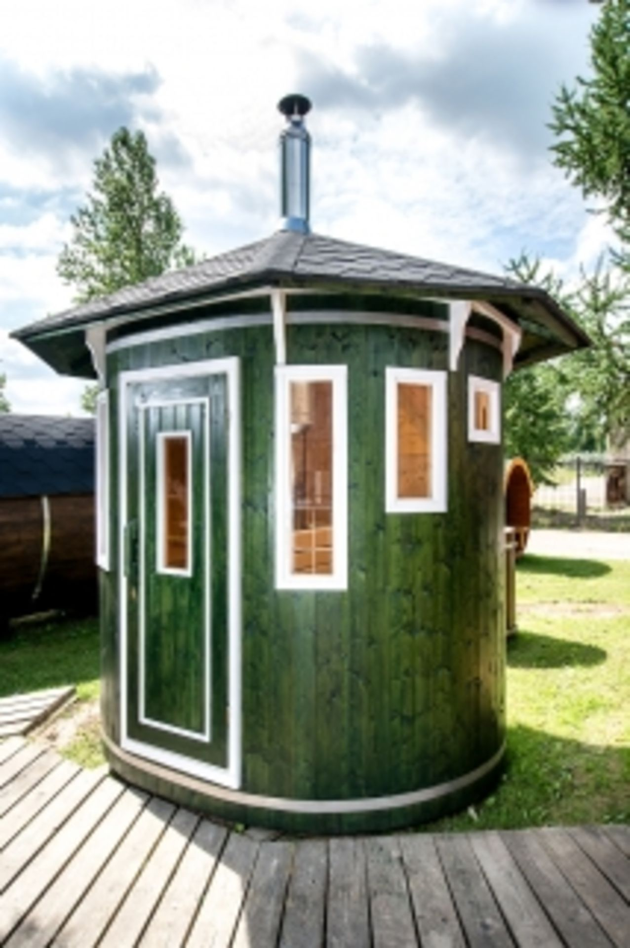 Lot 19010 - + VAT Brand New Vertical Sauna Made From Spruce Wood - Oval Shaped Sauna - Roof Covered With