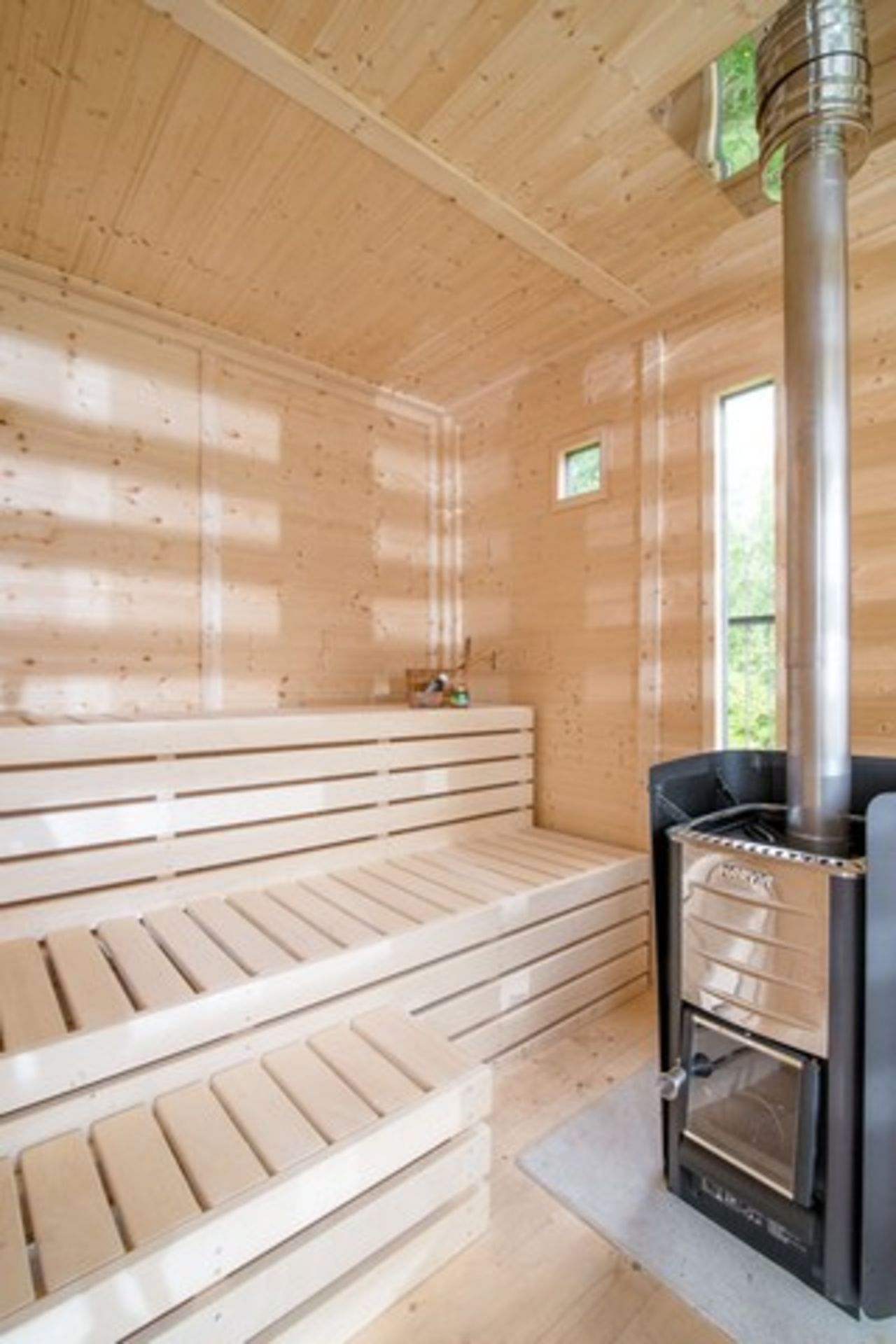Lot 19055 - + VAT Brand New 4 x 3m Sauna Cube - 3 Sunscreen Walls With Tempered Glass - 4 Insulated Wall Panels