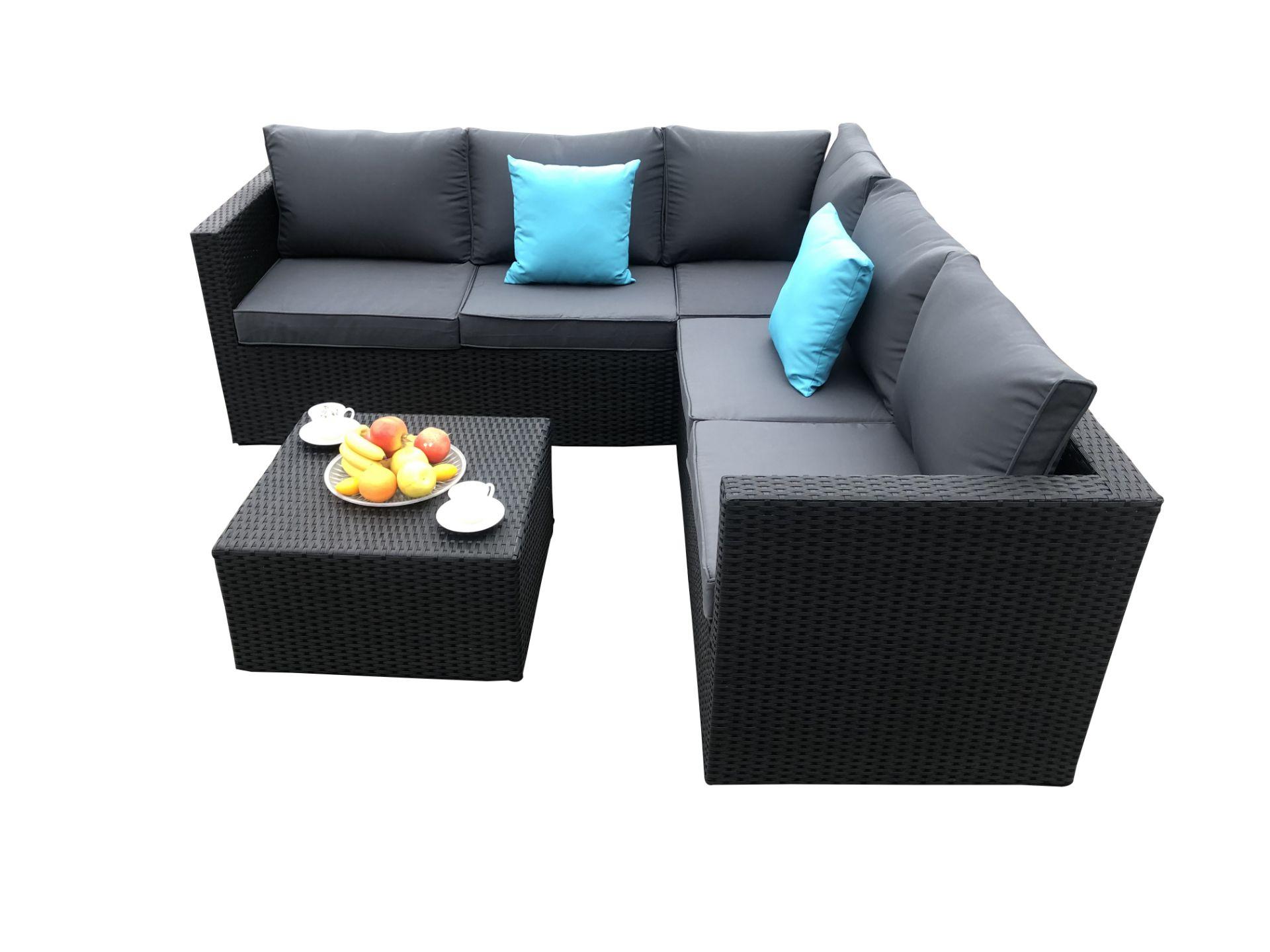 + VAT Brand New Chelsea Garden Company Six Seater Rattan Corner Sofa Set With Table - Steel Frame -