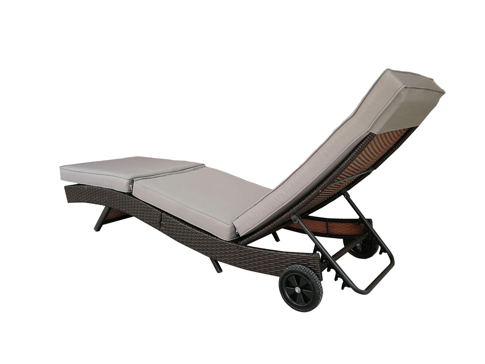 + VAT Brand New Chelsea Garden Company Dark Brown Rattan Sunbed - Steel Framed - Include Cushion - - Image 3 of 5