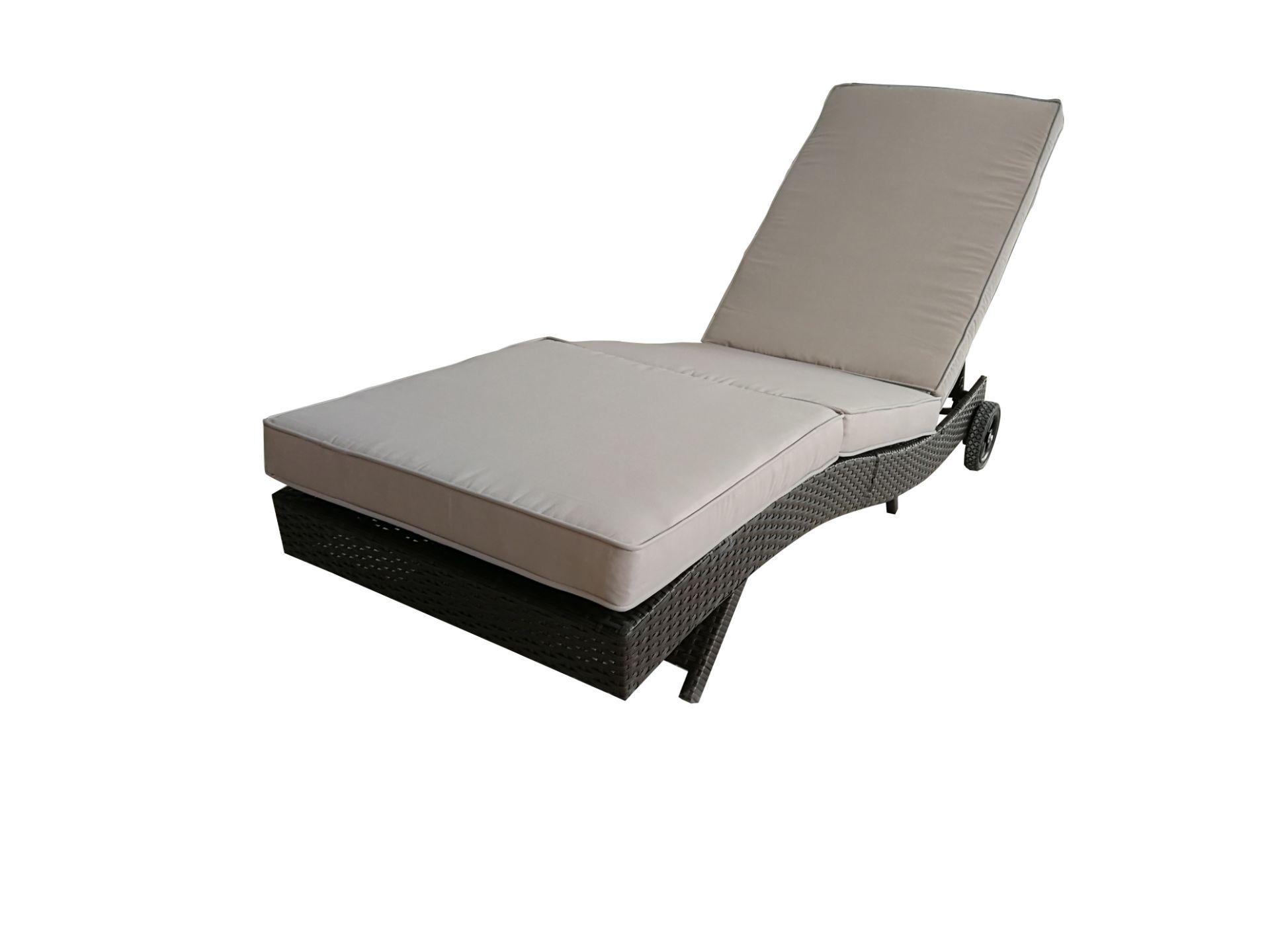 + VAT Brand New Chelsea Garden Company Dark Brown Rattan Sunbed - Steel Framed - Include Cushion - - Image 5 of 5