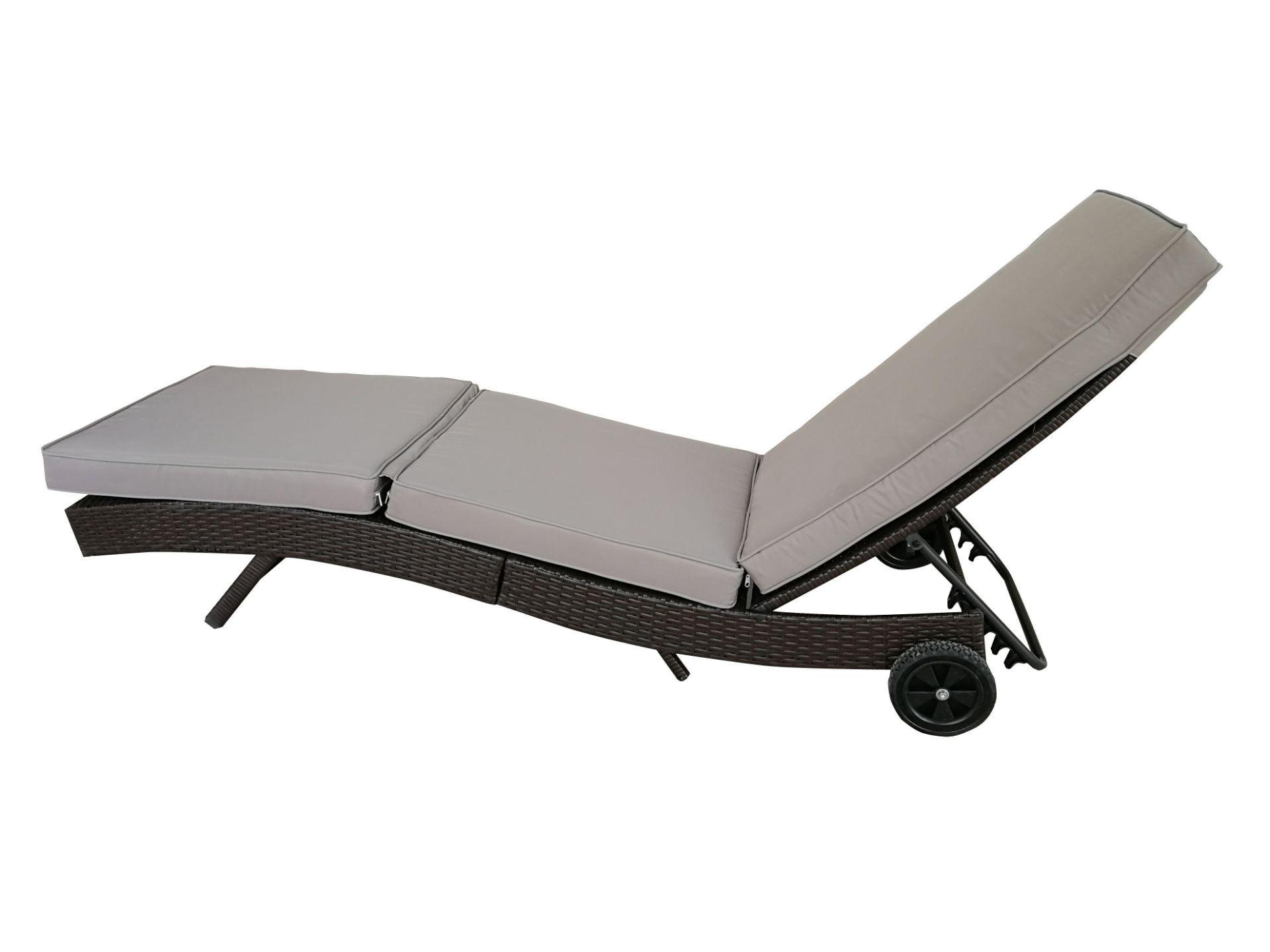 + VAT Brand New Chelsea Garden Company Dark Brown Rattan Sunbed - Steel Framed - Include Cushion - - Image 2 of 5