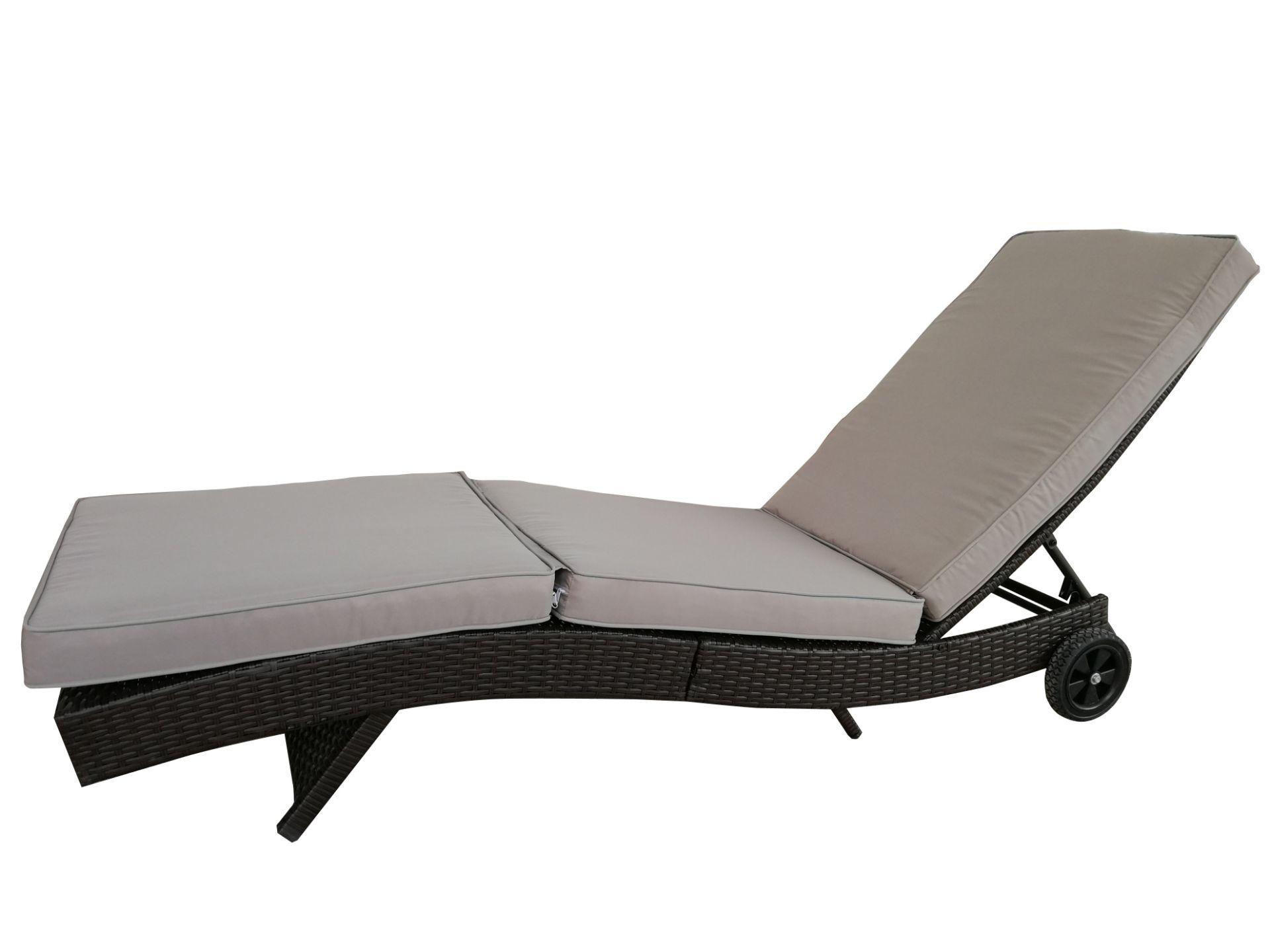 + VAT Brand New Chelsea Garden Company Dark Brown Rattan Sunbed - Steel Framed - Include Cushion - - Image 4 of 5