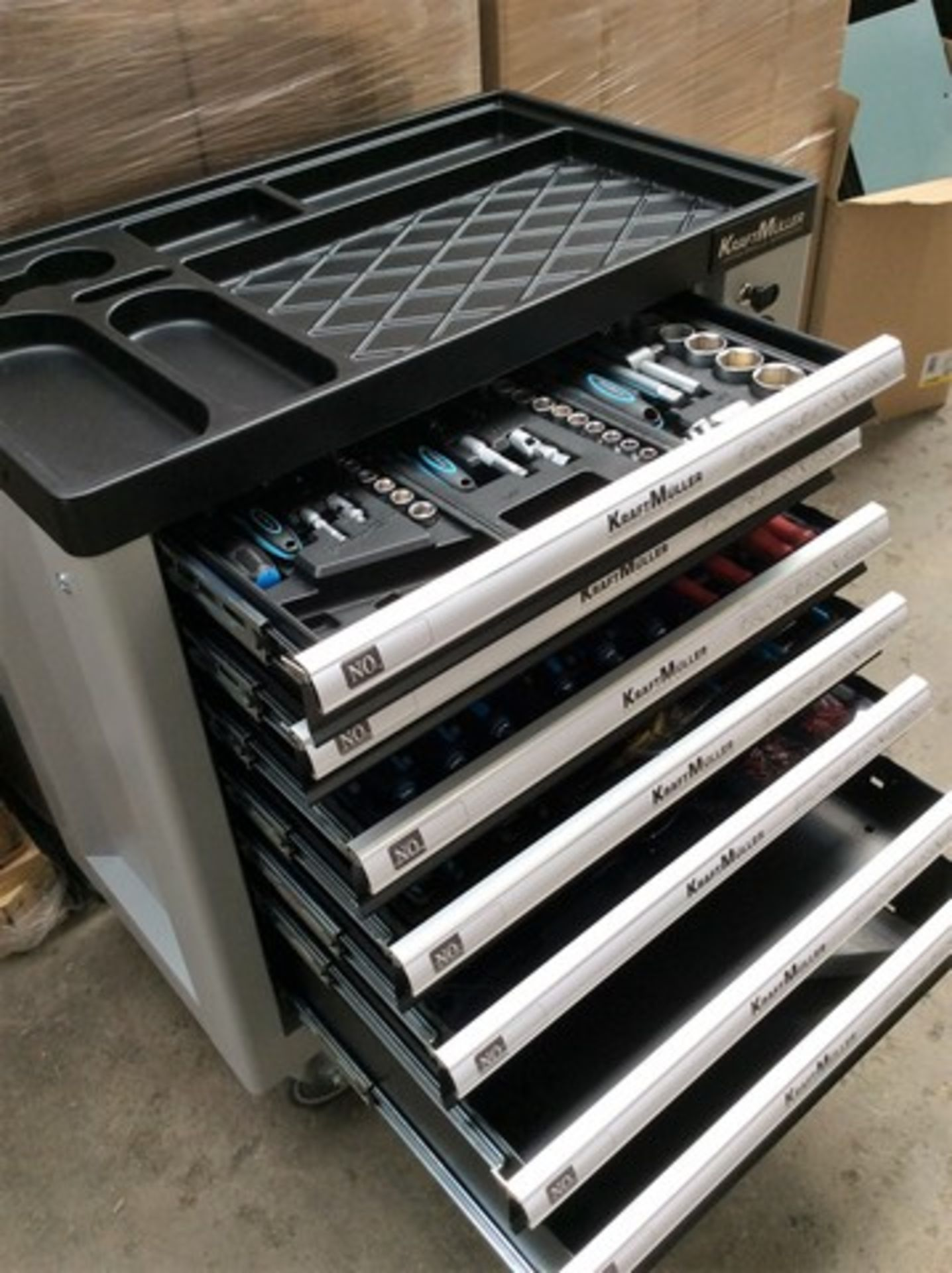 + VAT Brand New Seven Drawer Locking Garage Tool Cabinet With Lockable Castors-Seven EVA Drawers Of - Image 3 of 8