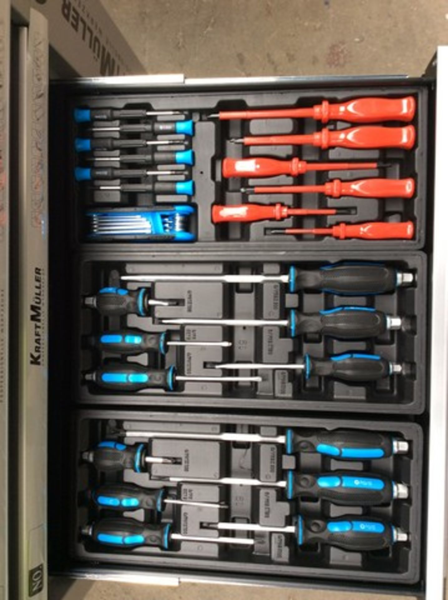 + VAT Brand New Seven Drawer Locking Garage Tool Cabinet With Lockable Castors-Seven EVA Drawers Of - Image 7 of 8