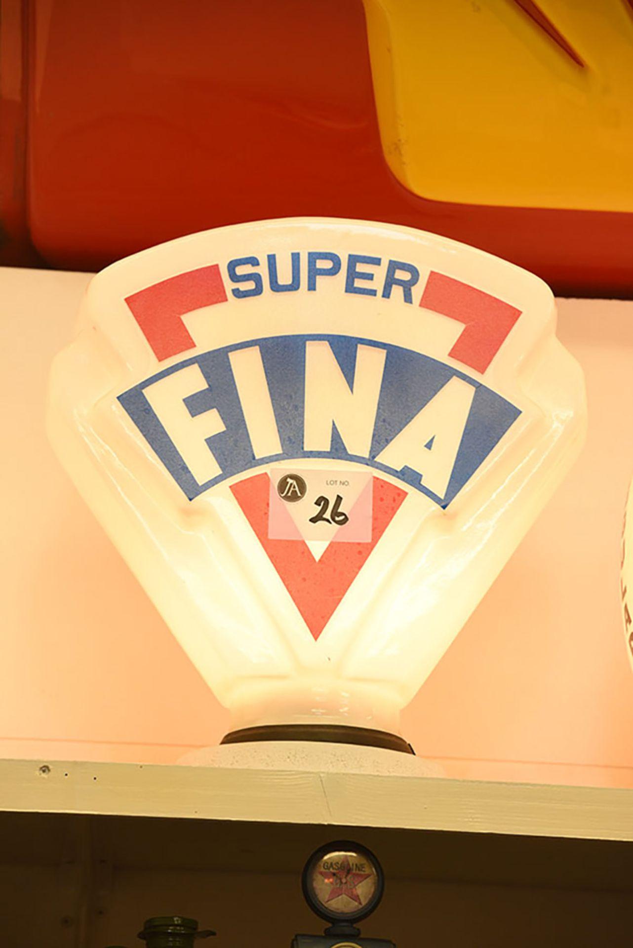 Lot 26 - Super Fina Glass Globe