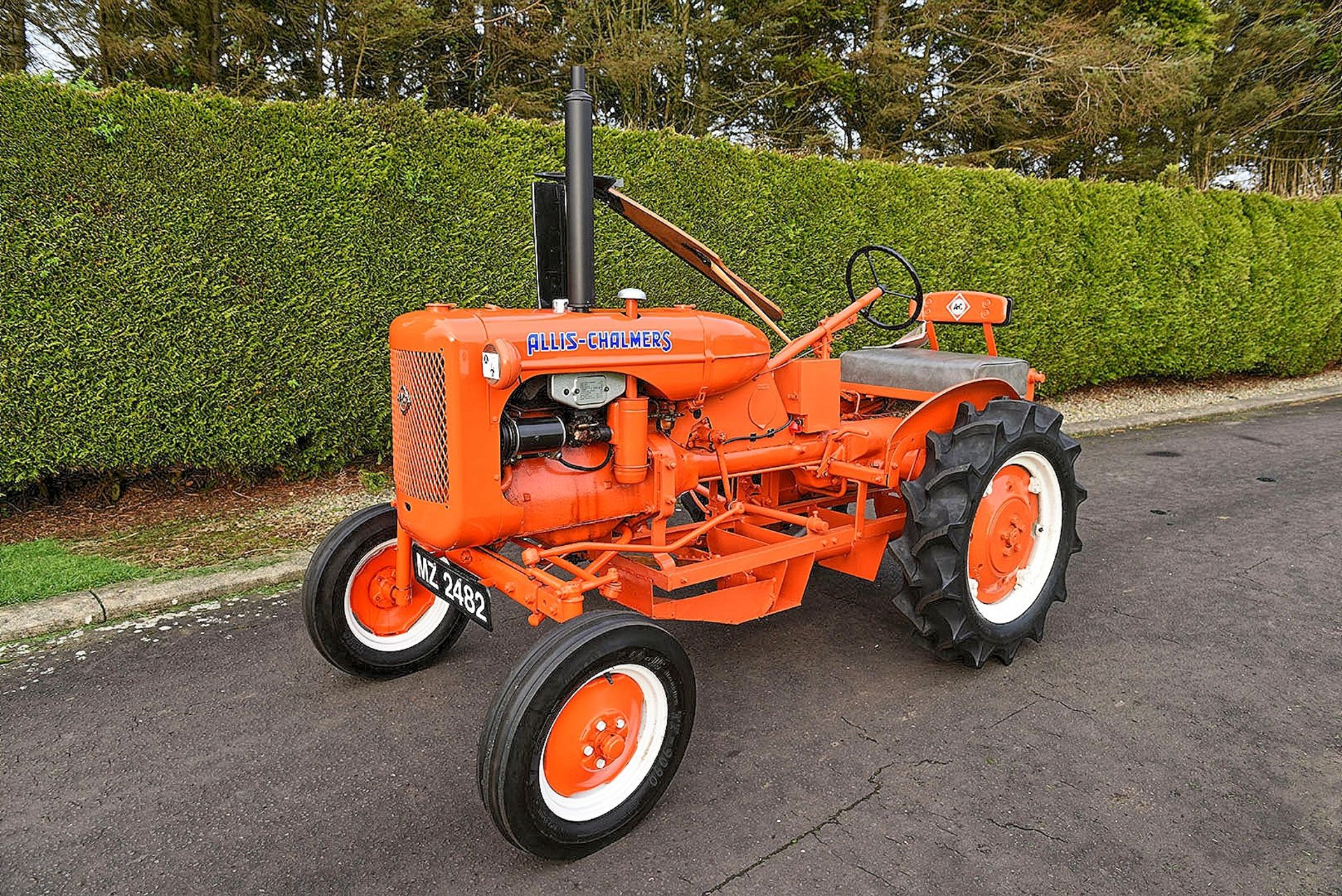 Lot 4 - MZ 2482 1947 Allis Chalmers B tractor c/w mid mounted mower