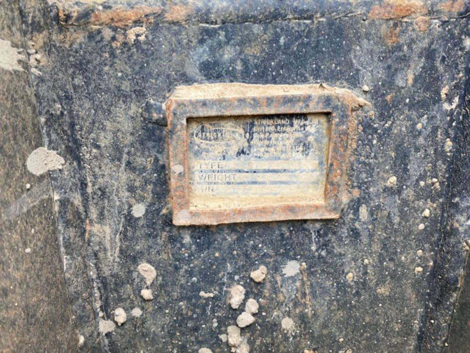 "Lot 43 - Strickland 30"" excavator bucket (no age ID): 2"" dia pin x 6.5"" dipper x 12"" between centres"