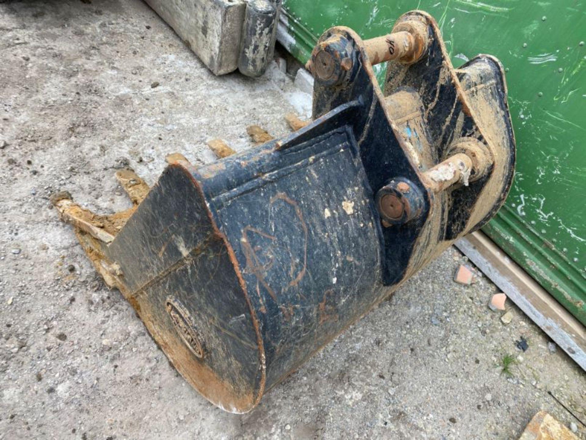 "Lot 40 - Strickland 36"" excavator bucket (no age ID): 1.75"" dia pin x 6"" dipper x 10"" between centres"