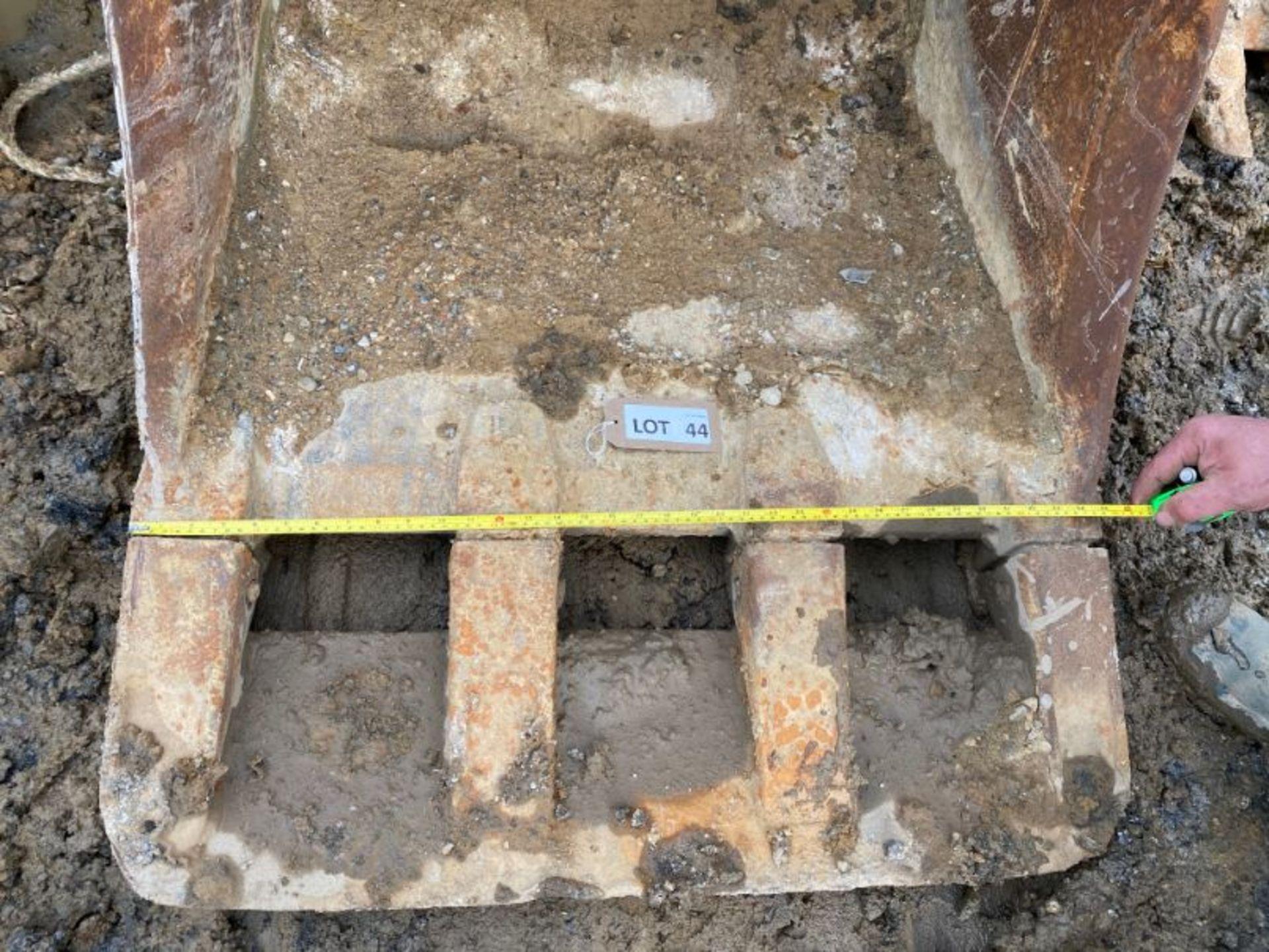 """Lot 44 - JCB 36"""" excavator bucket (no age ID): 3"""" dia pin x 12"""" dipper x 18"""" between centres"""
