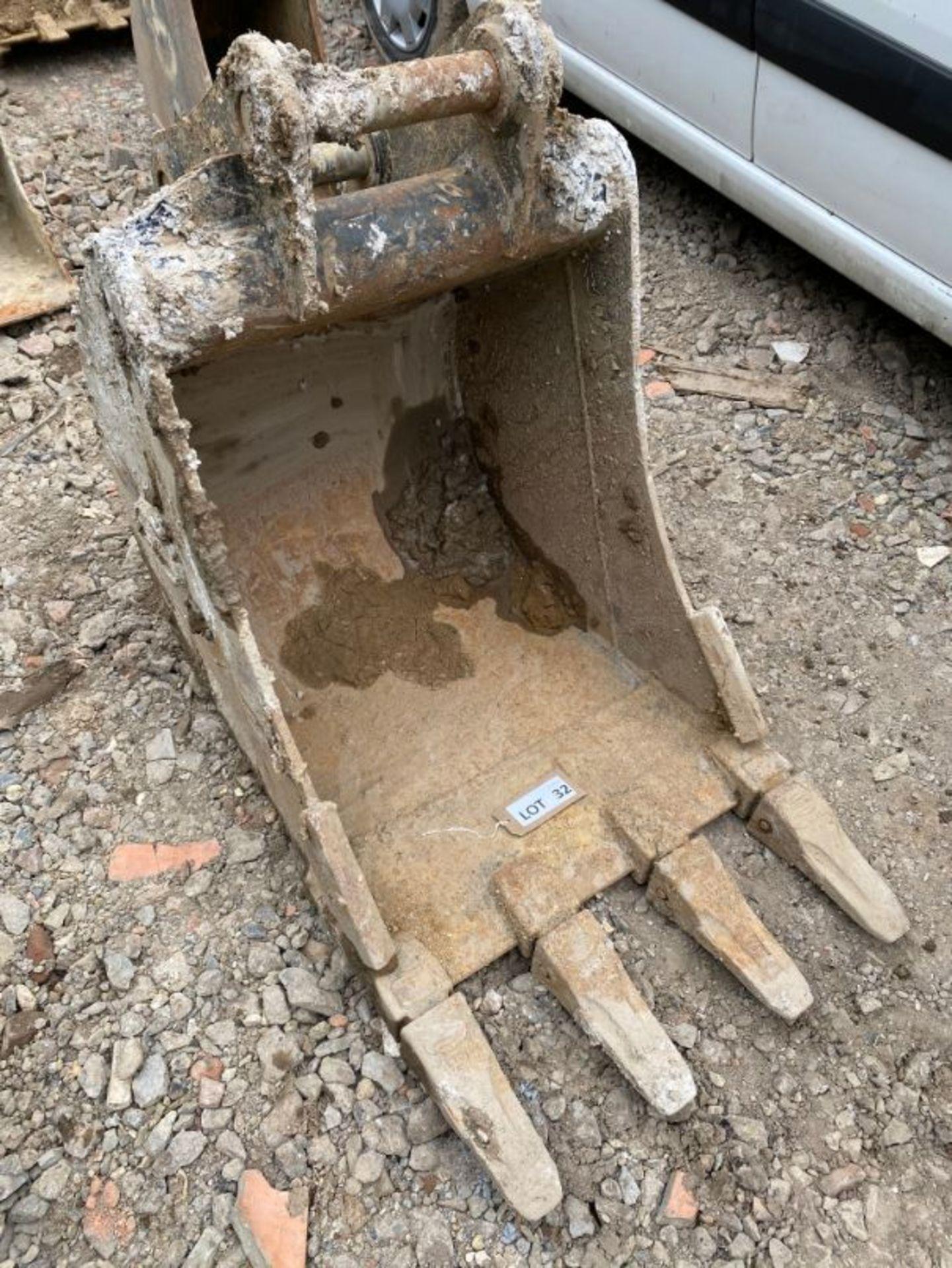 "Lot 32 - Strickland 24"" excavator bucket (2019): 2"" dia pin x 8"" dipper x 12"" between centres"