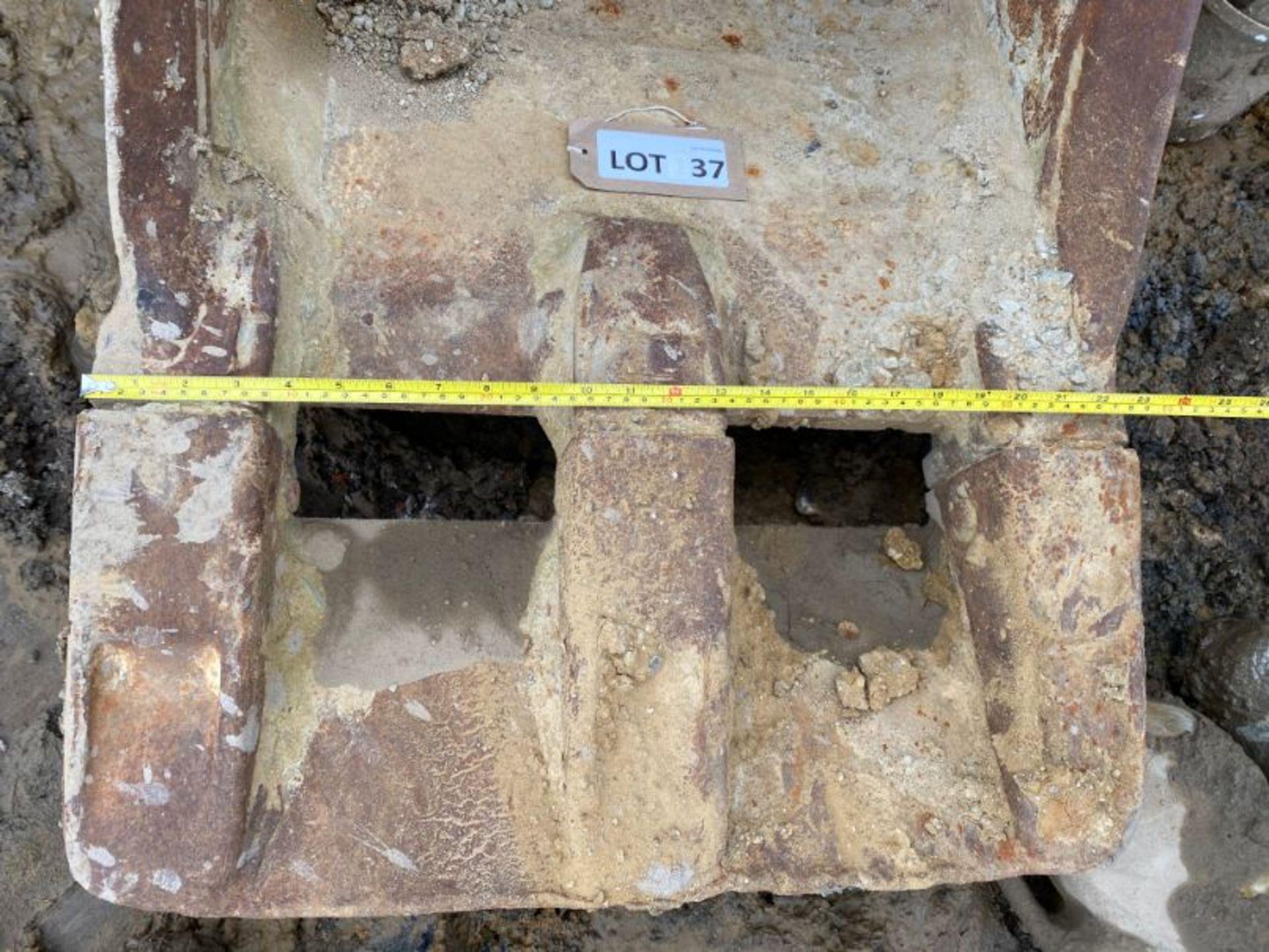 """Lot 37 - 24"""" excavator bucket (no age ID): 3"""" dia pin x 12"""" dipper x 18"""" between centres"""
