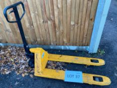 Unbadged pallet truck - 2000kg SWL