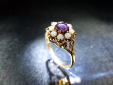 9ct Gold Ladies daisy ring set with seed pearls and a central Amethyst
