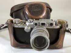 LEICA: Leica Camera D.R.P. Ernst Leitz Wetzlar No 187719 Elmar Lens f= 5cm, 1:2.8 Nr 1635709 with