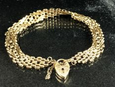 9ct Gold Bracelet with with heart shaped lock (weight approx 7g)