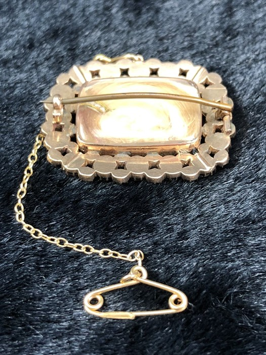 Lot 306 - Victorian Yellow Metal (gold) mourning Brooch, measuring approx: 27.75mm x 34mm and set with16 ½