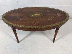 Oval occasional table with floral pattern