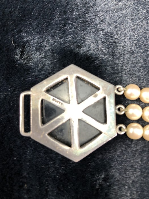 Lot 312 - Edwardian Art Deco Silver 3 string Pearl 'Choker' necklace. 2 x Polygon Clasp measuring approx: 24.