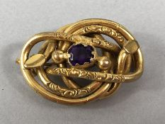 Pinchbeck Victorian Brooch measuring approx: 23.6mm x 35.5mm, in the form of a stylized Coiled two