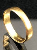 22ct Gold band (approx 2.1g)
