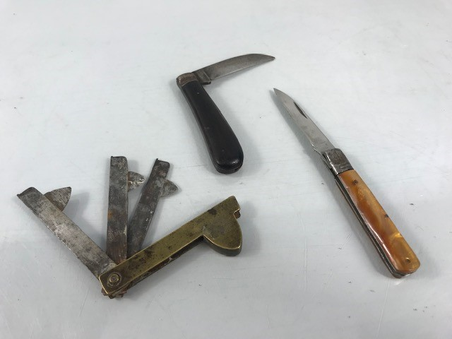 Lot 8 - 19th Century brass feeler guage or Fleam by Borwick, an old pruning knife and an old penknife